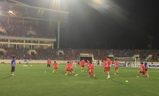 Việt Nam vs Philippines:  Quang Hải, Công Phương ghi bàn giúp đội tuyển Việt Nam vào chơi trận chung kết AFF Cup 2018 - Ảnh 13.