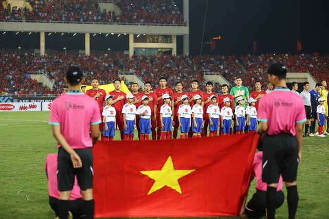 Việt Nam vs Philippines:  Quang Hải, Công Phương ghi bàn giúp đội tuyển Việt Nam vào chơi trận chung kết AFF Cup 2018 - Ảnh 8.