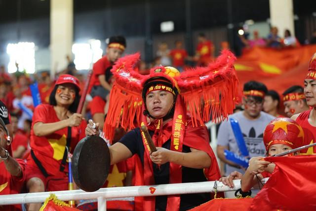 Việt Nam vs Philippines:  Quang Hải, Công Phương ghi bàn giúp đội tuyển Việt Nam vào chơi trận chung kết AFF Cup 2018 - Ảnh 17.