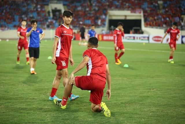 Việt Nam vs Philippines:  Quang Hải, Công Phương ghi bàn giúp đội tuyển Việt Nam vào chơi trận chung kết AFF Cup 2018 - Ảnh 11.