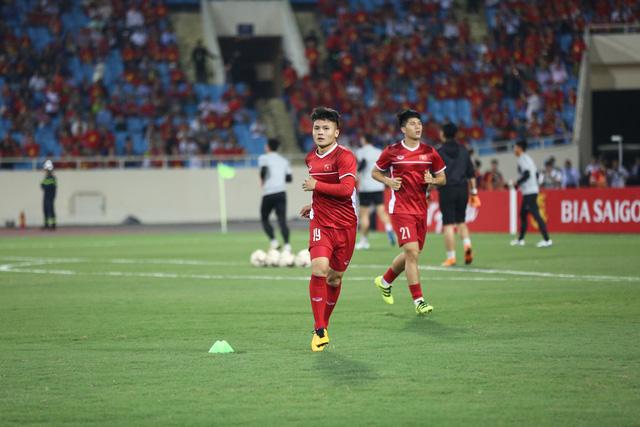 Việt Nam vs Philippines:  Quang Hải, Công Phương ghi bàn giúp đội tuyển Việt Nam vào chơi trận chung kết AFF Cup 2018 - Ảnh 12.