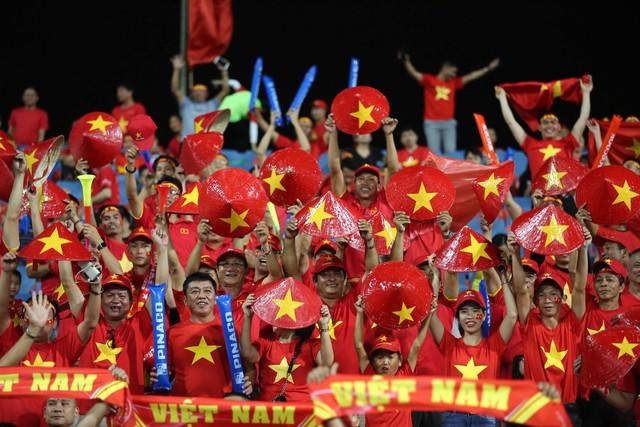 Việt Nam vs Philippines:  Quang Hải, Công Phương ghi bàn giúp đội tuyển Việt Nam vào chơi trận chung kết AFF Cup 2018 - Ảnh 16.