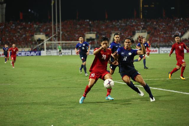 Việt Nam vs Philippines:  Quang Hải, Công Phương ghi bàn giúp đội tuyển Việt Nam vào chơi trận chung kết AFF Cup 2018 - Ảnh 4.