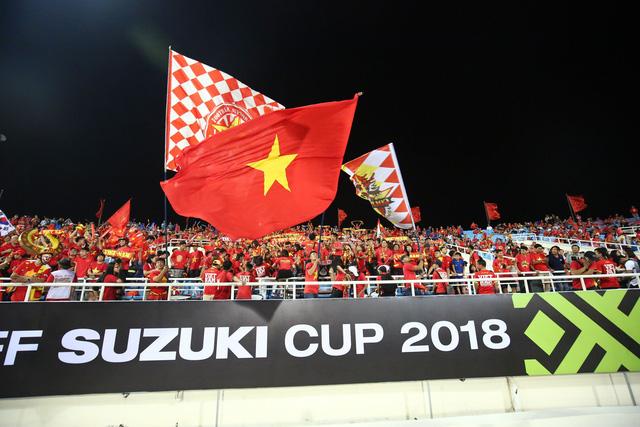 Việt Nam vs Philippines:  Quang Hải, Công Phương ghi bàn giúp đội tuyển Việt Nam vào chơi trận chung kết AFF Cup 2018 - Ảnh 15.