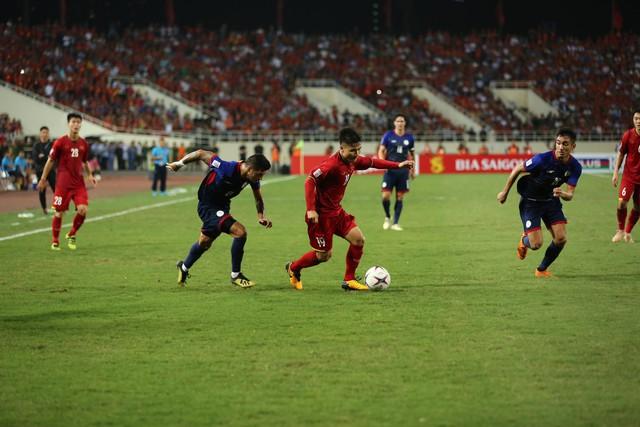 Việt Nam vs Philippines:  Quang Hải, Công Phương ghi bàn giúp đội tuyển Việt Nam vào chơi trận chung kết AFF Cup 2018 - Ảnh 3.