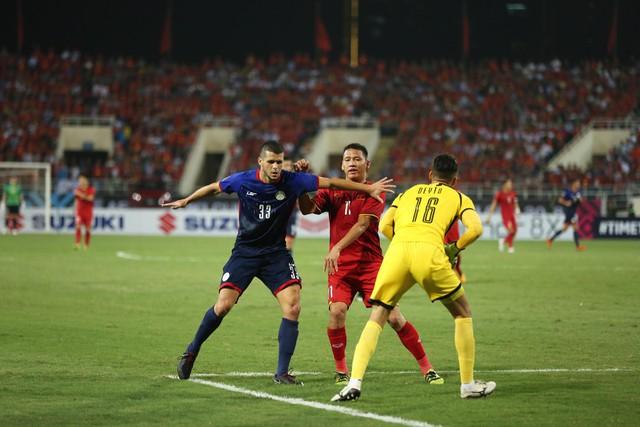 Việt Nam vs Philippines:  Quang Hải, Công Phương ghi bàn giúp đội tuyển Việt Nam vào chơi trận chung kết AFF Cup 2018 - Ảnh 6.