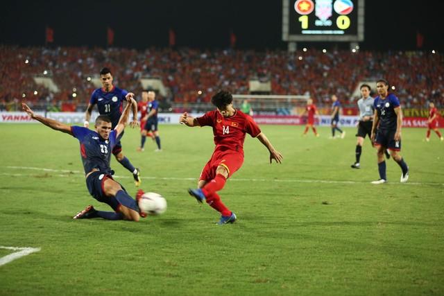 Việt Nam vs Philippines:  Quang Hải, Công Phương ghi bàn giúp đội tuyển Việt Nam vào chơi trận chung kết AFF Cup 2018 - Ảnh 1.