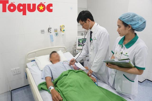 Nam thanh niên bị ngộ độc thuốc gây tê do mổ bóc u bã đậu - Ảnh 2.
