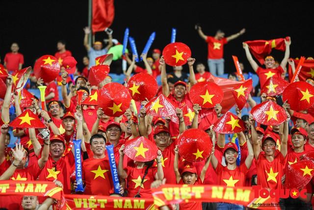 """""""Sốt"""" Tour đi Malaysia cổ vũ đội tuyển Việt Nam tại trận chung kết lượt đi AFF Cup 2018 - Ảnh 1."""