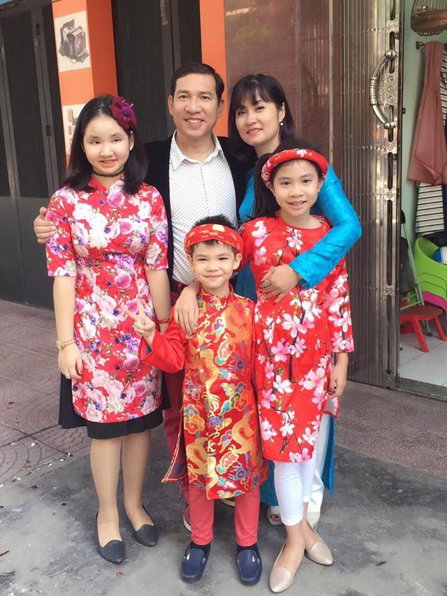 Nhan sắc xinh đẹp của vợ và ba con của Quang Thắng - Ảnh 1.