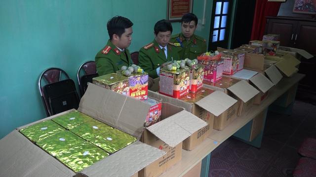 Lào Cai: Thu giữ hơn 200 kg pháo hoa và pháo nổ tại khu vực biên giới - Ảnh 1.