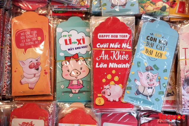 Năm Hợi: Đồ trang trí về lợn tràn ngập phố Hàng Mã - Ảnh 9.