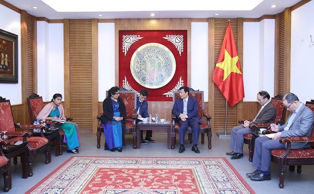 Kết thúc nhiệm kỳ công tác, Đại sứ Sri Lanka đến chào từ biệt Bộ trưởng Nguyễn Ngọc Thiện - Ảnh 2.