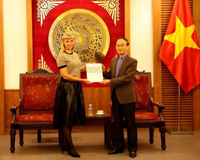 Trao Giấy chứng nhận đăng ký thành lập và hoạt động cho Trung tâm Khoa học và Văn hóa Nga tại Hà Nội - Ảnh 1.