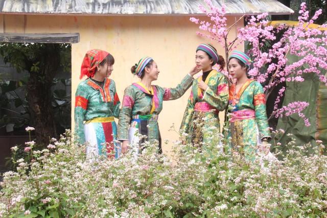 Kiểm tra thông tin về Tết cổ truyền của đồng bào dân tộc HMông chuyển sang ăn Tết Nguyên đán như cả nước - Ảnh 1.