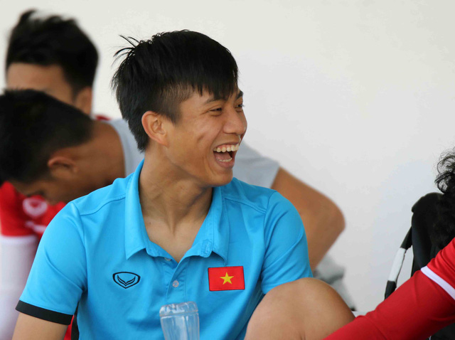 Thầy Park đã làm gì mà Đặng Văn Lâm, Công Phượng lại cười tươi đến vậy?  - Ảnh 9.