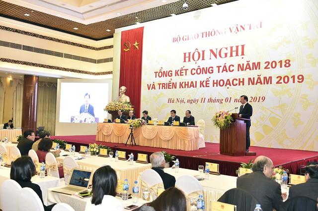 Phó Thủ tướng Trịnh Đình Dũng: Bộ Giao thông cần triển khai các biện pháp tổng thể nhằm giảm thiểu TNGT - Ảnh 1.