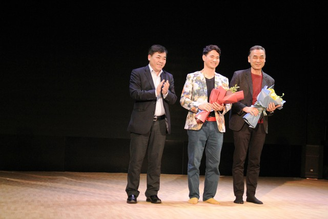 Đạo diễn người Nhật vừa khóc vừa dựng vở kịch Sự sống của cố NSND Anh Tú - Ảnh 1.