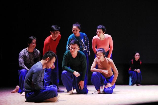 Đạo diễn người Nhật vừa khóc vừa dựng vở kịch Sự sống của cố NSND Anh Tú - Ảnh 2.
