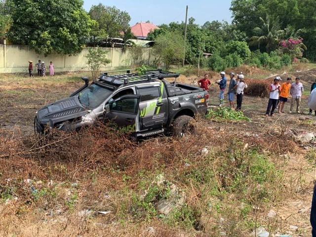 Hai ô tô tông nhau trên quốc lộ, người bán dưa hấu ở vỉa hè tử vong - Ảnh 1.