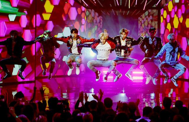 Nhóm nhạc nam BTS đã lan tỏa Làn sóng Hàn Quốc trên toàn cầu như thế nào?   - Ảnh 1.