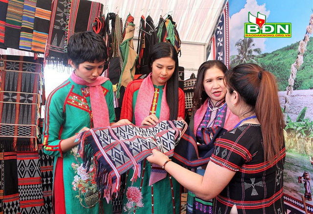Hội thảo khoa học với chủ đề Văn hóa thổ cẩm các dân tộc Việt Nam - Ảnh 1.