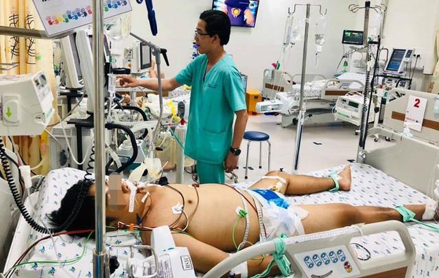 Truyền 6 lít máu cứu nam sinh mang căn bệnh muỗi cắn cũng có thể tử vong - Ảnh 1.