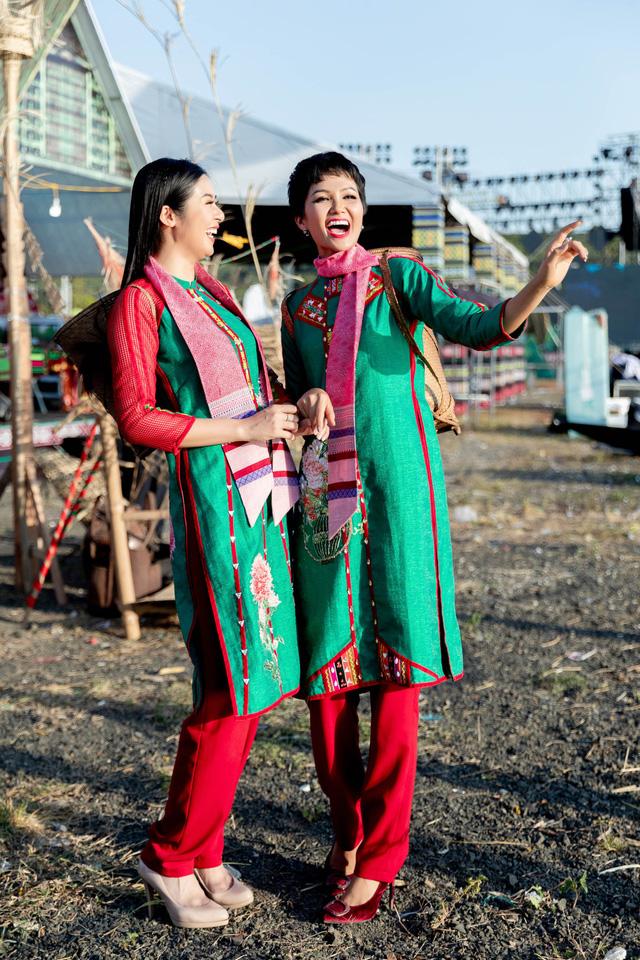 Hoa hậu Ngọc Hân: Thổ cẩm sẽ bước ra khỏi buôn làng để hòa nhập với môi trường lớn - Ảnh 8.