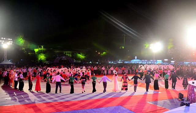 Xây dựng Hồ sơ nghệ thuật Xòe Thái trình UNESCO - Ảnh 1.