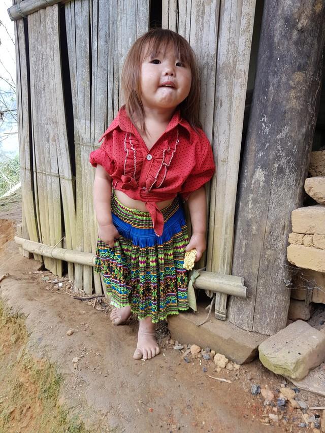 Vẻ hồn nhiên của hai bé gái người Mông  tạiNgảm Váng, Nhạn Môn, Pác Nặm khiến cộng đồng mạng xót xa - Ảnh 5.