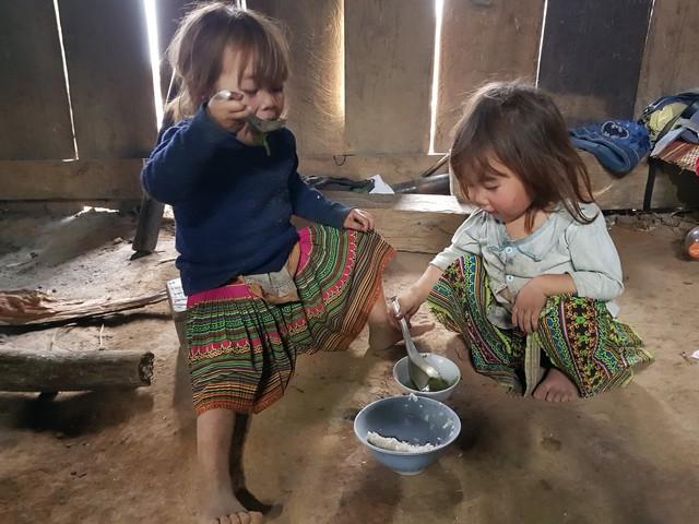 Vẻ hồn nhiên của hai bé gái người Mông  tạiNgảm Váng, Nhạn Môn, Pác Nặm khiến cộng đồng mạng xót xa - Ảnh 7.