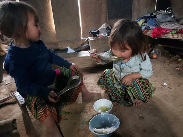 Vẻ hồn nhiên của hai bé gái người Mông  tạiNgảm Váng, Nhạn Môn, Pác Nặm khiến cộng đồng mạng xót xa - Ảnh 8.