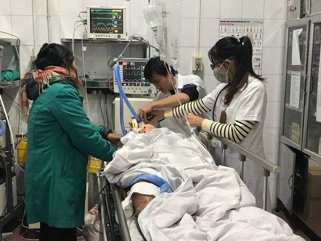 Bệnh viện Việt Đức quá tải vì tai nạn giao thông trong những ngày nghỉ lễ - Ảnh 1.