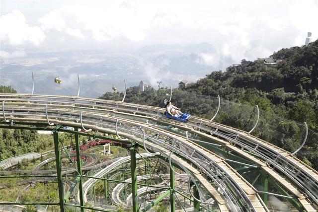 Giải mã lý do du khách Hàn Quốc đổ xô tới Bà Nà thử đường xe trượt ống - Ảnh 1.