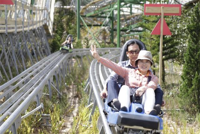 Giải mã lý do du khách Hàn Quốc đổ xô tới Bà Nà thử đường xe trượt ống - Ảnh 2.