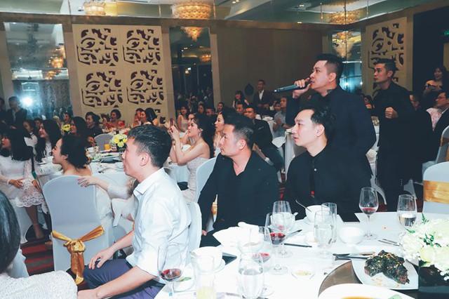 Sao Việt đi bão chúc mừng đội tuyển Việt Nam vào tứ kết Asian Cup 2019 - Ảnh 6.