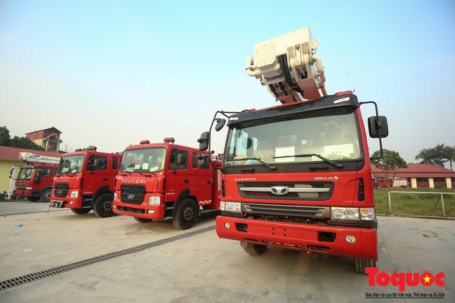 Mục sở thị dàn siêu xe mới của lực lượng PCCC và CNCH Việt Nam - Ảnh 2.