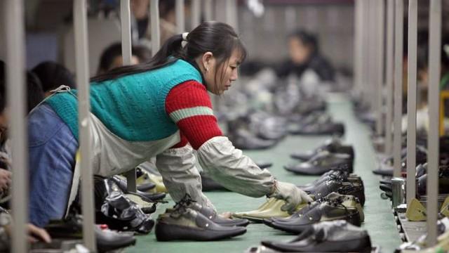 Giữa sóng gió thương mại, tăng trưởng kinh tế Trung Quốc  hạ đáy kỷ lục 30 năm - Ảnh 1.