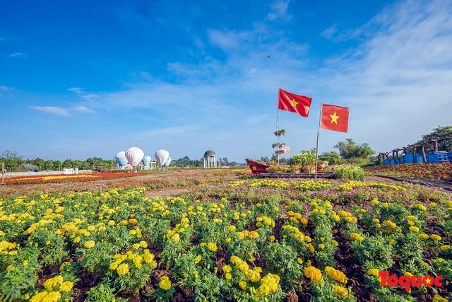 [Bài đăng mùng 3 tết] Điểm danh những điểm chụp ảnh Tết siêu đẹp chỉ có ở Hà Nội - Ảnh 1.