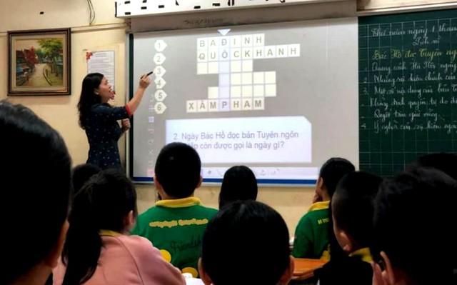 Hà Nội: Tăng 2.692 biên chế để bố trí cho giáo viên thuộc đối tượng xét tuyển đặc cách  - Ảnh 1.