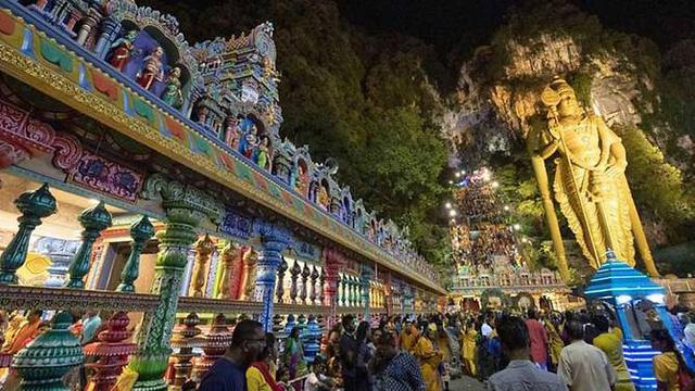 Pháo nổ làm 34 người bị thương trong lễ hội Thaipusam ở động Batu  - Ảnh 2.