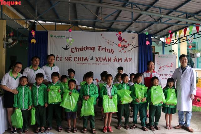 Khám tầm soát tim bẩm sinh và tặng 200 suất quà Tết cho trẻ em ở tỉnh Quảng Nam - Ảnh 3.