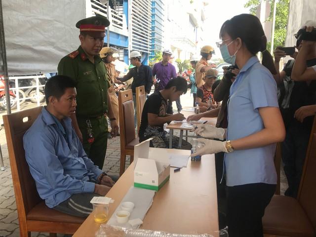 Tài xế container ở Sài Gòn phản ứng kết quả kiểm tra ma túy của cảnh sát - Ảnh 2.