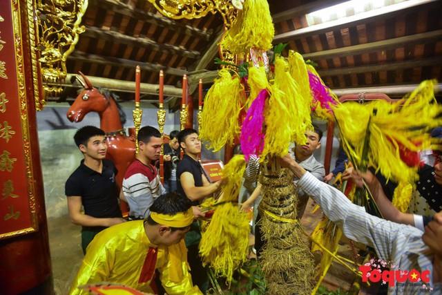 Lễ hội đền Sóc 2019: Vì khan hiếm nên giò hoa tre được thay bằng cây vầu - Ảnh 2.