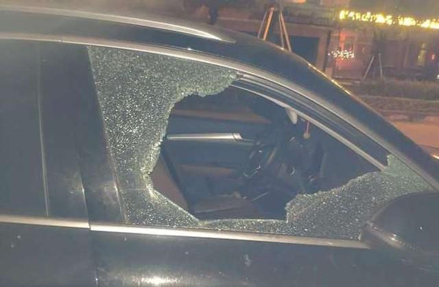 Đậu xe sang Audi ngoài đường để vào dự tiệc tất niên, sau đó chủ xe tá hỏa phát hiện điều bất ngờ - Ảnh 2.