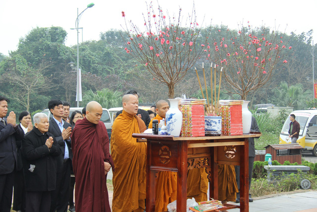 Độc đáo Lễ dựng cây nêu theo phong tục đón Tết tại Ngôi nhà chung - Ảnh 1.