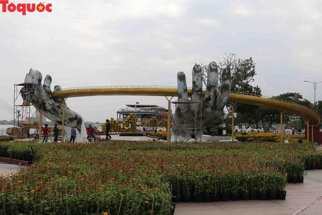 Du khách ngỡ ngàng khi cầu Vàng xuất hiện cạnh cầu Rồng bên bờ sông Hàn - Đà Nẵng - Ảnh 11.