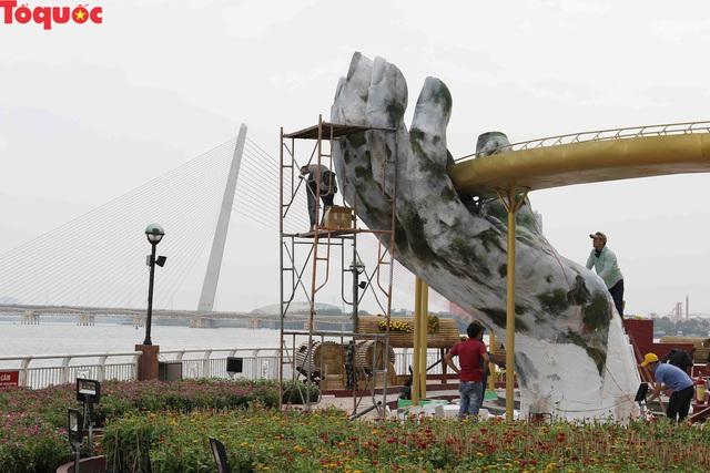 Du khách ngỡ ngàng khi cầu Vàng xuất hiện cạnh cầu Rồng bên bờ sông Hàn - Đà Nẵng - Ảnh 12.