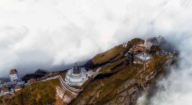 Fansipan - ngọn núi huyền tích, sự ích kỷ và giấc mơ chinh phục đỉnh trời - Ảnh 7.