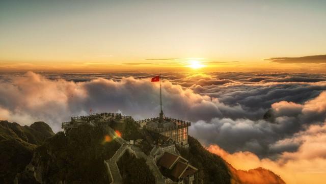 Fansipan - ngọn núi huyền tích, sự ích kỷ và giấc mơ chinh phục đỉnh trời - Ảnh 1.